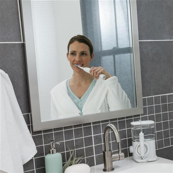 Using White Complete Care 9.0 Toothbrush